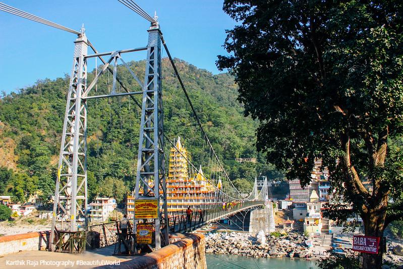 Lakshman Jhula, Temple town of Rishikesh, Uttaranchal, India