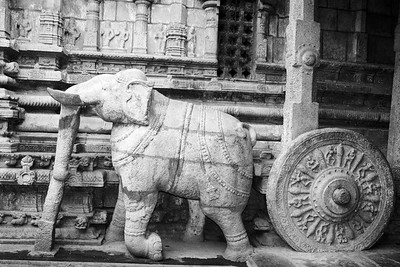 Chariot being pulled by the elephant, Sculpture, Sarangapani Tem