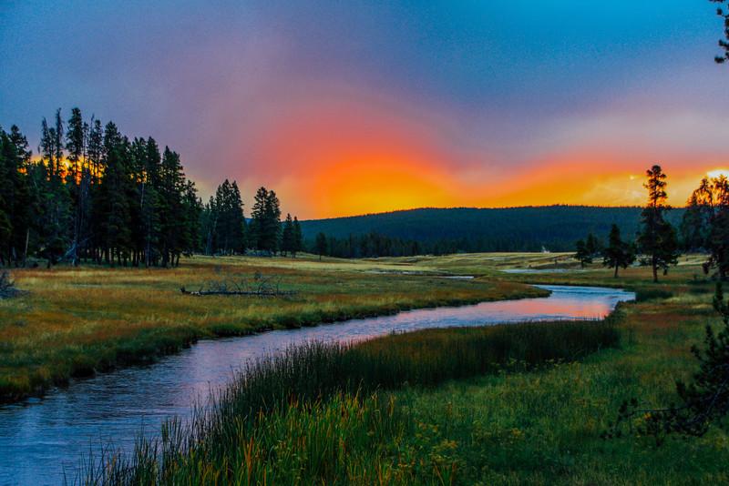 Madison river, Sunrise - Yellowstone National Park