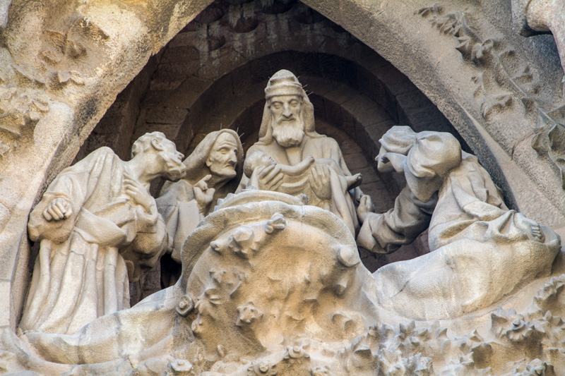 Nativity facade, Portal of Faith, The presentation of Jesus at t
